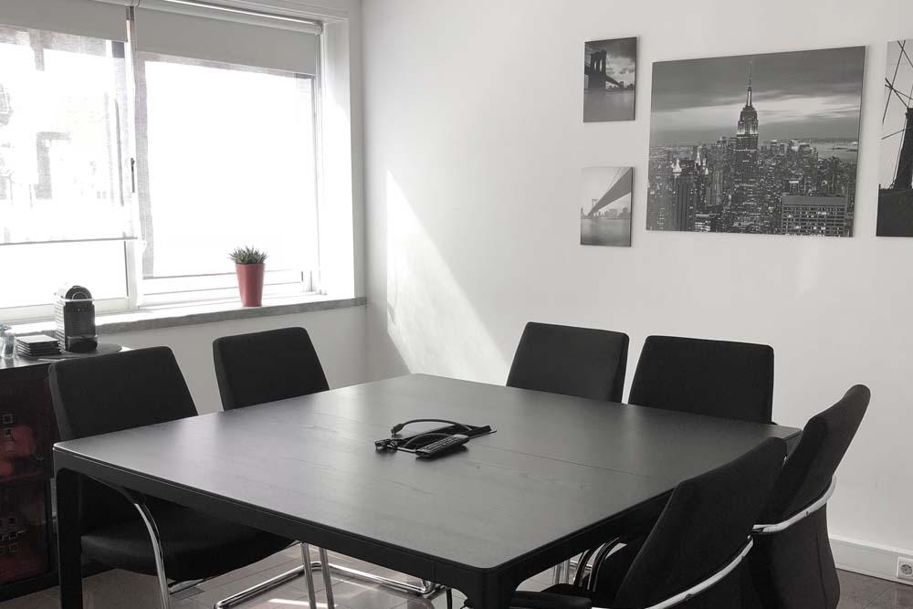 work in Marquês: Sala de reunião equipada com TV LED 42''