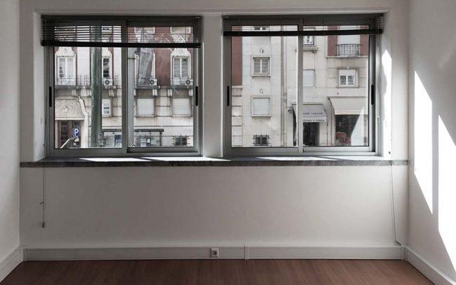 work in Marquês: Sala de escritório com vista para a Avenida António Augusto de Aguiar